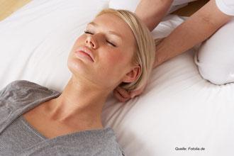 Verschiedene Entspannungstechniken können einen Power Nap sinnvoll ergänzen.