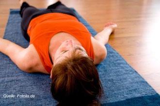 Im Yoga-Unterricht gehört eine abschließende Meditation häufig zum Programm.