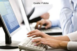 Arbeit am PC, Bildschirm und im dauernden Sitzen verlangt nach Bewegungsausgleich!
