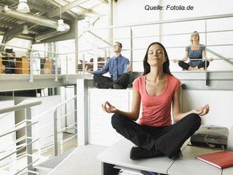 Meditationspausen haben sich schon in vielen großen Firmen durchgesetzt.