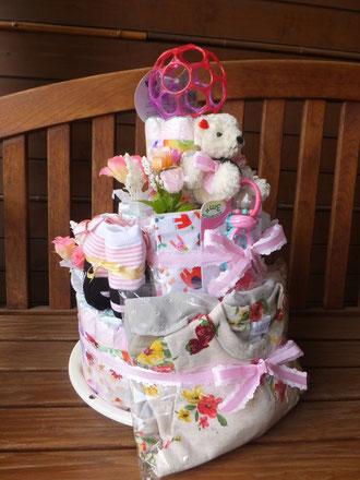 盛りだくさんの3段ケーキ!