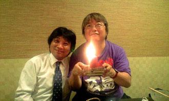 鹿児島の鹿屋中央高校理事長の前田先生に誕生日の祝福を受けました。 大変、感謝です