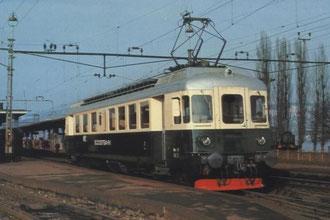 Grün/crèmer Südostbahn ABe 4/4 80 in Wädenswil. Quelle: Postkarte Herausgegeben durch die Schweizerische Südostbahn