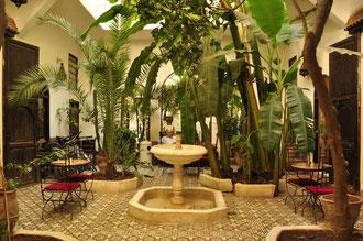 モロッコのRiad 中庭はきっとこんな感じの家でしょう