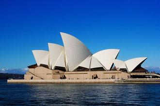 世界遺産のシドニーオペラハウス   無名だった設計者ヨーンはこの作品で一躍有名な建築家になりました