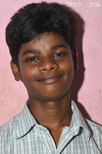 Août 2016 - Suresh change ; il grandit. En classe IX, équivalent 4ème en France