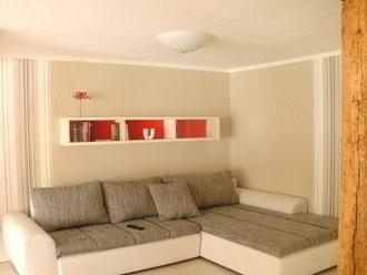 gemütliche sofaecke im 50m² großen Wohnküchen Bereich
