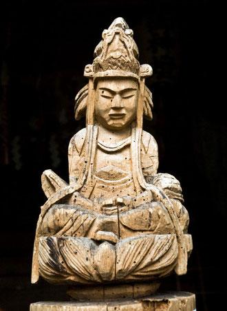 青森県重要文化財「弥勒菩薩」奇峯学秀 作(田子町姥ケ岳神社 蔵)