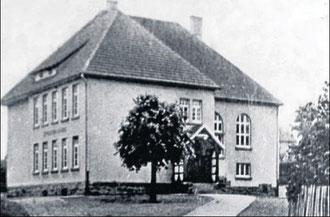 """Noch heute wird der """"Neubau"""" von 1912 zum Unterrichten genutzt – damals war der Bau hochmodern."""