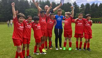 So sehen Sieger aus: Die E3-Junioren nach ihrem Turniersieg beim Grafschafter SV