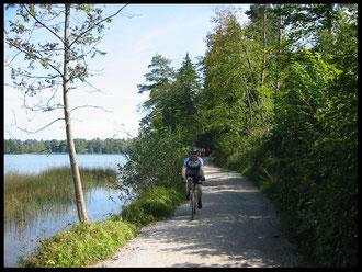 Einer der schönsten Streckenabschnitte: Der Rad- und Fußweg am Südufer des Staffelsees.