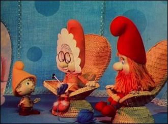 Играем с пользой: три игрушечных гнома (большой,поменьше,маленький)