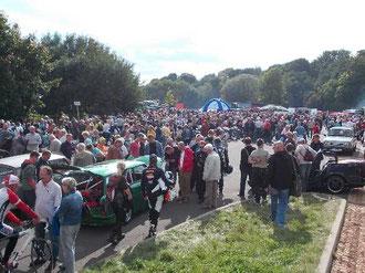 """Blick auf das Ausstellungsgelände der """" Messe der Autos von Gestern """" veranstaltet von RSA am 29.09 2012 in Chemnitz"""