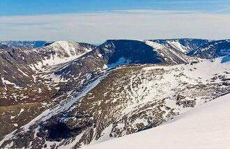 Гора Петрелиуса. Фото с сайта: http://compilator.ru/kazhdyjj-god-dvenadcatogo-iyunya-chast-1.html