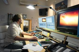 Kameramann Thorsten Thielow im ARD-Studio Rio