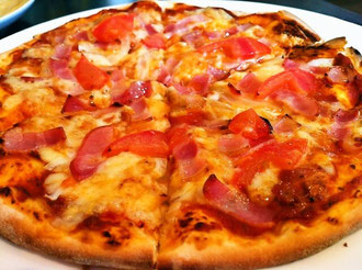 取り分けランチのピザ