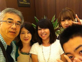 (左から)主人、私、Yちゃん(白いお洋服)、娘、息子