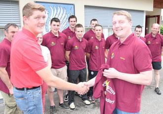 Handshake von Stephan (li) und Markus Fellner