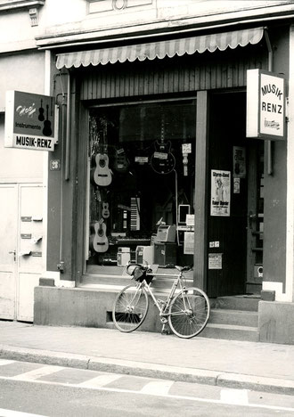 Das Geschäft in der Bieberer Straße 28 (Aufnahme 1980)
