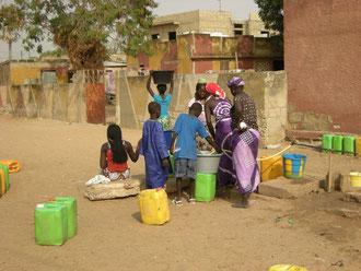 la corvée d'eau des femmes