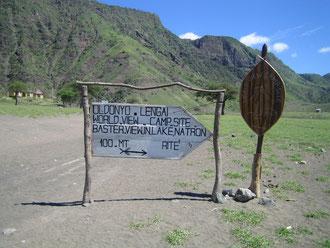Wegweiser zu  Campingplatz  in Tansania