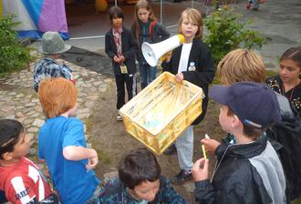 """Bürgerinnen und Bürger sammeln """"Spenden"""" für die Kinderstadt"""
