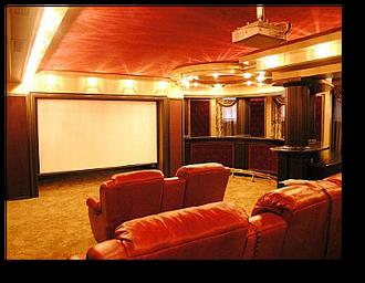 Домашний кинозал на цокольном этаже