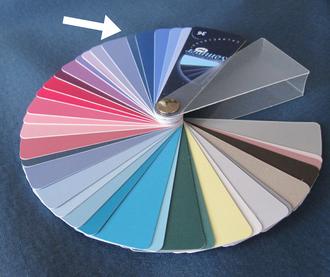 Mittelblau ist ein perfekter Farbton für Sommertypen! Farbe und Farbpass bilden eine deutlich sichtbare Harmonie.