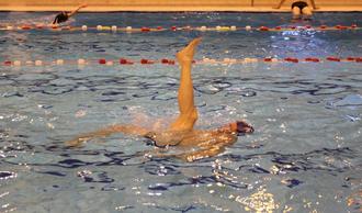 Initiation à la natation synchronisée. Niveau débutant.