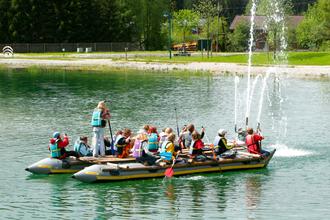 Floßbau am See