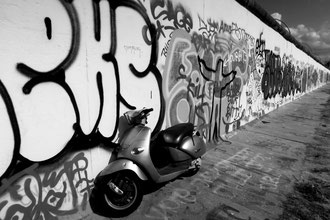 Berlin - 'Scoot the Wall'