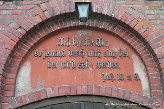 """Kirche BUCHAR (bei Altentreptow)  -  church in Buchar (near Altentreptow)  Inschrift: """"Ich bin die Tür, so jemand durch mich eingehet, der wird selig werden."""" Joh. 10.v. 9."""