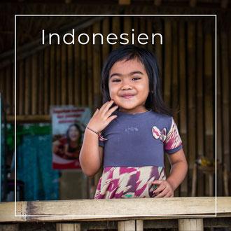 Indonesien - Traditionelle Holzschnitz-Arbeiten