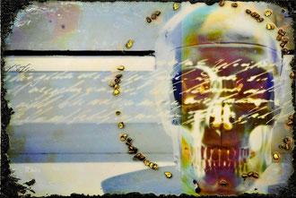 SUNNY DEAD; Blattvergoldete Projektile, Mischtechnik auf Leinwand, 51x75 cm