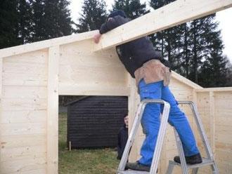 Montera mittbalken för taket