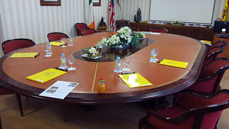 Restauración mesa de juntas