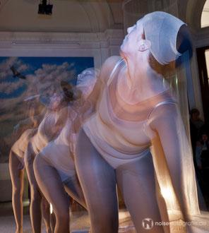 Tanzperformance der Tanzgruppe balustrada des Vereins art der stadt e.V. bei der Museumsnacht im Naturkundemuseum Gotha