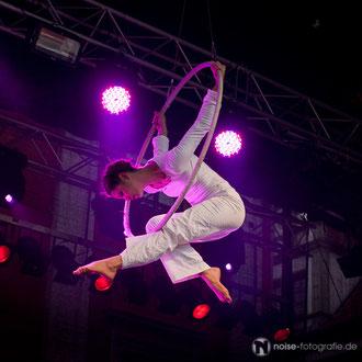 Luftakrobatik mit Mira Mas beim Gothardusfest 2012