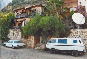da weiß ein türkischer Autofahrer was gut ist....Mercedes/8 und VW T3