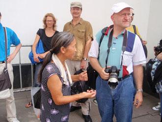 Matthias wird angebettelt: organisierte Bettlergruppe im Einsatz
