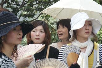 Japanerinnen im chinesischen Garten
