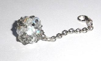 Kugelanhänger aus edlen Swarovski Glasschliffperlen von und Rocailles. grau transparent