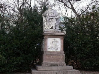 Monumento a Franz Schubert en el Stadtpark, Viena. Este monumento fue realizado por Karl Kundmann en 1872.
