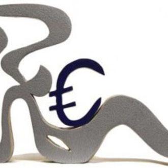 Der Euro liegt wohlbehütet in Anwies Schoß 35 x 24 cm