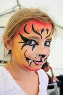 Maquillage à la fête d'Empeaux, Haute-Garonne