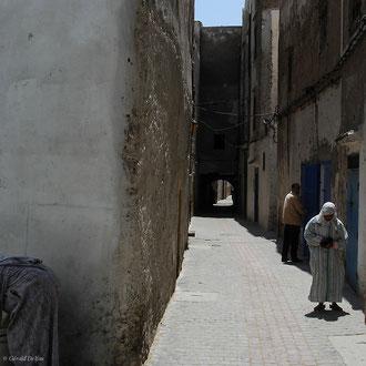 Rue étroite d'Essaouira au Maroc