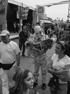Comédien de rue à la Fête de L'Humanité