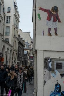 Paris, le Marais, la petite souris tenue par la queue