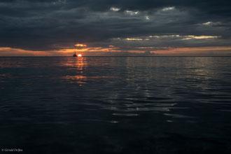 Guadeloupe, Port-Louis, Coucher du soleil avec bateau ancré