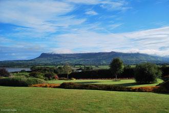 Jardin irlandais et falaise de Ben Bulben comté de Sligo en Irlande
